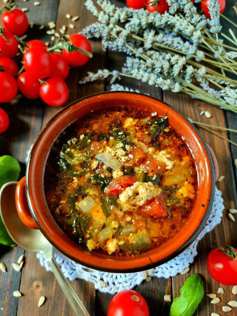 Una zuppa che riscalda il cuore.  Deliziosa con dei crostoni di pane toscano. Assaggiatela e diventerà la vostra preferita.